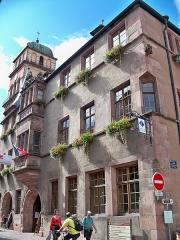 Hôtel de ville - Français:   Hôtel de ville façades, toitures, puits, sol de la cour, escalier à vis dans la tourelle, intérieur de l\'oriel, salle de Justice, salle du Conseil (Classé)