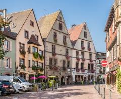 Immeuble - English: Buildings at 60-66 rue du Général-de-Gaulle in Kaysersberg, Haut-Rhin, France