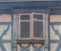 Maison - English: Window of the building at 78 rue du Général-de-Gaulle in Kaysersberg, Haut-Rhin, France