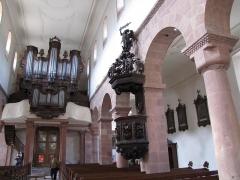 Eglise catholique Saint-Jean-Baptiste - Alsace, Haut-Rhin, Collégiale Saints-Michel et Gangolphe de Lautenbach (PA00085503, IA00054819). Nef avec chaire à prêcher et orgue de tribune Toussaint (XVIIIe)