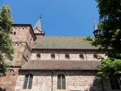 Eglise catholique Saint-Jean-Baptiste - Alsace, Haut-Rhin, Collégiale Saints-Michel et Gangolphe de Lautenbach (PA00085503, IA00054819). Façade sud: nef avec bas-côté (XIIe), Fenêtres des bas-côtés (XVIIe).