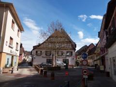 Fontaine située au croisement de la rue du Maréchal-Foch et de la rue Houppach -  haut rhin alsace
