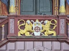 Ancien hôtel de ville, actuellement Musée historique - English: Old hotel Mulhouse - detail of the central porch decoration with shield in the