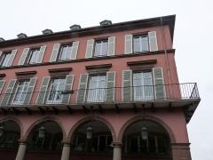 Immeuble bordant le square de la Bourse - Français:   Mulhouse (Haut-Rhin): angle de l\'avenue du Maréchal-Joffre et de la rue du Havre, immeuble inscrit aux MH en 1986