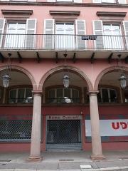 Immeuble bordant le square de la Bourse - Français:   Mulhouse (Haut-Rhin): n° 12, avenue du Maréchal-Joffre, immeuble inscrit aux MH en 1986