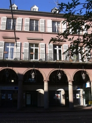 Immeuble bordant le square de la Bourse - Français:   Immeuble, 5 avenue du Maréchal-Foch Rue de la Bourse (Inscrit, 1986)