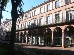 Immeuble bordant le square de la Bourse - Français:   Immeuble, 9 avenue du Maréchal-Foch Rue du Havre (Inscrit, 1986)