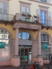 Immeuble bordant la place de la République - Français:   Immeuble, 8 place de la République