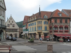 Ancien hôtel de ville - Nederlands: Munster, straatzicht Place du Marché-rue Saint-Gregoire-Grand Rue met stadhuis