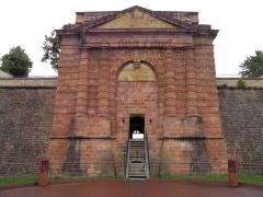 Remparts - Porte de Belfort à Neuf-Brisach (Haut-Rhin, France).