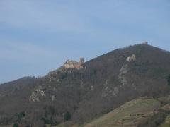 Châteaux de Guirsberg, de Haut-Ribeaupierre et de Saint-Ulrich - Français:   Les trois châteaux de Ribeauvillé: du Saint-Ulrich (528 m), du Girsberg (528 m) et du Haut-Ribeaupierre (642 m) à Ribeauvillé (Haut-Rhin, France).