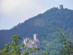 Châteaux de Guirsberg, de Haut-Ribeaupierre et de Saint-Ulrich - Français:   Châteaux du Saint-Ulrich (528 m) et Haut-Ribeaupierre (642 m) à Ribeauvillé depuis Hunawihr (Haut-Rhin, France).