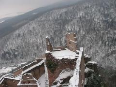 Châteaux de Guirsberg, de Haut-Ribeaupierre et de Saint-Ulrich - Vue du château du Saint-Ulrich (528 m) depuis sa tour à Ribeauvillé (Haut-Rhin, France).