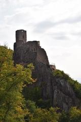 Châteaux de Guirsberg, de Haut-Ribeaupierre et de Saint-Ulrich - This building is classé au titre des Monuments Historiques. It is indexed in the Base Mérimée, a database of architectural heritage maintained by the French Ministry of Culture,under the references PA00085585   and IA68007143 .