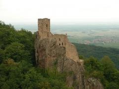 Châteaux de Guirsberg, de Haut-Ribeaupierre et de Saint-Ulrich - Château du Girsberg (528 m) à Ribeauvillé (Haut-Rhin, France).