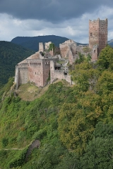 Châteaux de Guirsberg, de Haut-Ribeaupierre et de Saint-Ulrich - This building is indexed in the Base Mérimée, a database of architectural heritage maintained by the French Ministry of Culture,under the reference PA00085585 .