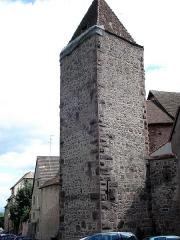 Anciennes fortifications - Français:   Riquewihr (dép. Ht.-Rhin, France). Tour des Voleurs (tour de défense de la muraille d\'enceinte, XVIe siècle).