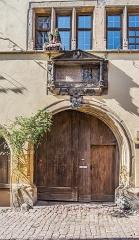 Ancienne demeure du gourmet Conrad Ortlieb dite maison Kiener - English: Portal of the building at 2 rue du Cerf in Riquewihr, Haut-Rhin, France