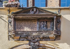 Ancienne demeure du gourmet Conrad Ortlieb dite maison Kiener - English: Inscription over the portal of the building at 2 rue du Cerf in Riquewihr, Haut-Rhin, France
