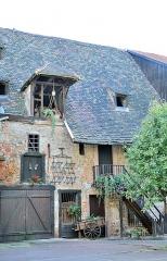 Ancien grenier médiéval - Français:   14 rue des Marchands