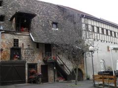 Ancien grenier médiéval - Français:   Cours des Trois-Cultures et grenier à grains médiéval à Colmar (Haut-Rhin, France).