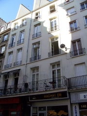 Enceinte de Philippe-Auguste - This building is indexed in the Base Mérimée, a database of architectural heritage maintained by the French Ministry of Culture, under the reference PA00085802 .