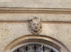 Ancien hôtel Bullion, puis hôtel de la Caisse d'Epargne et de Prévoyance de Paris - This building is indexed in the Base Mérimée, a database of architectural heritage maintained by the French Ministry of Culture,under the reference PA00085815 .