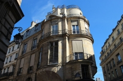Immeuble - English: Hôtel Portalis located 2 La Vrillière street - 43 Croix-des-Petits-Champs street in Paris, France.