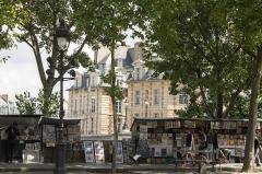 Immeuble -  Bouquinistes, Quai de Conti, Paris.