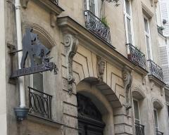 Immeuble, en bordure du Palais-Royal - Deutsch: Haus Nr. 3 rue des Déchargeurs in Paris, Mascaron