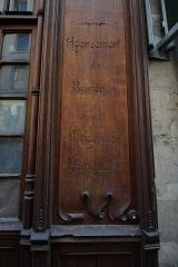 Immeuble - English: Building 10 des Moulins street in Paris.