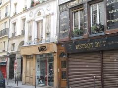 Immeuble - English: Old shops