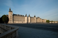Palais de Justice ou Conciergerie - This building is indexed in the Base Mérimée, a database of architectural heritage maintained by the French Ministry of Culture, under the reference PA00085991 .