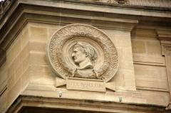 Palais de Justice ou Conciergerie - Portrait et monogramme de Napoléon Ier, sur le palais de Justice à Paris