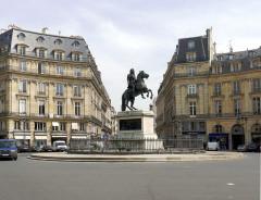 Place des Victoires : le sol - English: Victoires place - Paris