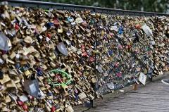 Pont des Arts -  Des cadenas d'amour sur le pont des Arts à Paris.