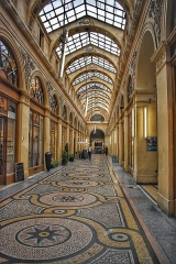 Galerie Vivienne, anciennement appelée galerie Marchoux - English: Walking inside of the Galerie Vivienne covered passageway.