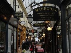 Passage des Panoramas et ses galeries annexes (galeries Feydeau, Montmartre, Saint-Marc, galerie des Variétés, ancienne boutique du graveur Stern) - English: A famous galerie in center Paris, looking very old, but full of mysteries.