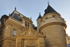 Ancienne abbaye Saint-Martin-des-Champs, actuellement Conservatoire National des Arts et Métiers et Musée National des Techniques - Fontaine du Vertbois située à l'angle des rues du Verbois et Saint-Martin dans le 3e arrondissement de Paris. Édifiée en 1712 par l'architecte Jean-Baptiste Bullet de Chamblain.