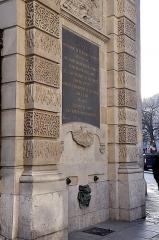 Ancienne abbaye Saint-Martin-des-Champs, actuellement Conservatoire National des Arts et Métiers et Musée National des Techniques - Français:   Partie basse de la fontaine du Vertbois située à l\'angle des rues du Verbois et Saint-Martin dans le 3e arrondissement de Paris. Édifiée en 1712 par l\'architecte Jean-Baptiste Bullet de Chamblain.