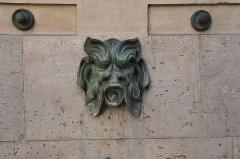 Ancienne abbaye Saint-Martin-des-Champs, actuellement Conservatoire National des Arts et Métiers et Musée National des Techniques - Français:   Mascaron de la fontaine du Vertbois située à l\'angle des rues du Verbois et Saint-Martin dans le 3e arrondissement de Paris. Édifiée en 1712 par l\'architecte Jean-Baptiste Bullet de Chamblain.