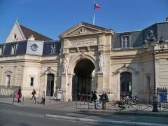Ancienne abbaye Saint-Martin-des-Champs, actuellement Conservatoire National des Arts et Métiers et Musée National des Techniques - Musée des arts et métiers (ancien prieuré Saint-Martin-des-Champs) (Classé)