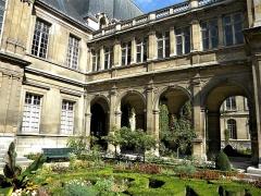 Hôtel Carnavalet - Français:   Paris, France. Hotel Carnavalet. (PA00086125)(The garden, detail 3)