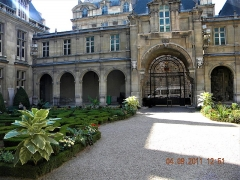 Hôtel Carnavalet - English:   Paris, France. Hotel Carnavalet. (PA00086125)(The garden with the gate)