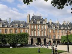 Ancien hôtel d'Espinoy et pavillon de la Reine -  Place des Vosges in Paris, the Pavillion de la Reine.