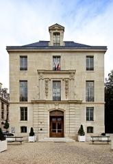 Pavillon de l'Arsenal, actuellement bibliothèque de l'Arsenal - Français:   Façade de la Bibliothèque de l\'Arsenal, à Paris (Septembre 2011)