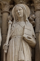 Cathédrale Notre-Dame - English: One of the statues in the Portail de la Vierge, at the west facade of the Notre Dame Cathedral in Paris, France.