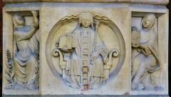 Cathédrale Notre-Dame - Español: Catedral gótica construida del 1163 al 1345. Dedicada a la Madre de Jesús - Medallon que se encuentra en el centro de la puerta principal, la del Juicio Final - Francia