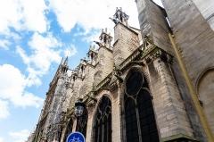 Cathédrale Notre-Dame - Photo prise depuis rue du Cloître-Notre-Dame avec un alpha