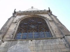 Eglise Saint-Merri - vitrail de l'Eglise Saint-Merri vu de bas